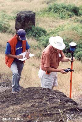 Cristiàn Arèvalo Pakarati and Peter Boniface doing a GPS survey of the interior quarries. ©2002 EISP/JVT/ Photo: J. Van Tilburg