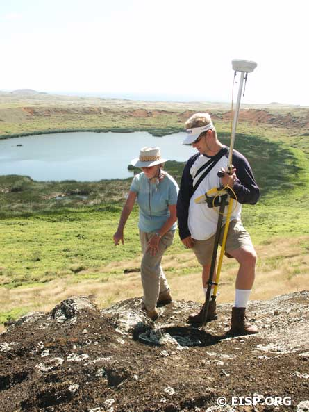 Jo Anne Van Tilburg and Matthew Bates discuss which points to take during the Rano Raraku Interior Quarry survey..
