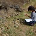 Vaiheri Tuki Haoa measuring excavated toki. © EISP 2011