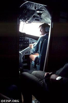 Jo Anne Van Tilburg co-piloting. ©1983 EISP/JVT/ Photo: D. C. Ochsner.