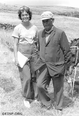Jo Anne Van Tilburg and Rapa Nui elder José Fati. ©1984 EISP/JVT/Photo: A.J. Bock.