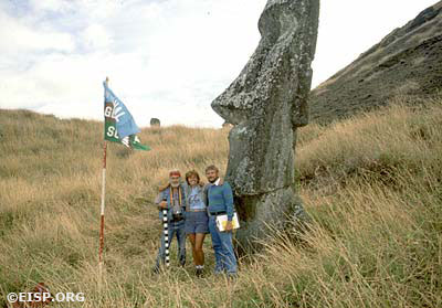 David C. Ochsner, Jo Anne Van Tilburg, Curtiss Johnson (and National Geographic Society flag), Rano Raraku, Rapa Nui (Easter Island). Photo by David C. Ochsner, © JVT/EISP.