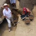 Jo Anne Van Tilburg and Felipe Rubio Munita excavating statue RR-001-156.