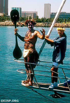 Rodrigo Paoa A. of Mata Hoe Vaka welcoming Hokule'a to Long Beach, CA. ©1995/RNOC/Photo: Jo Anne Van Tilburg.