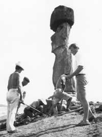 William S. Ayres assisting at the reconstruction of Ahu Ko Te Riku, 1960s. Photo © W. S. Ayres