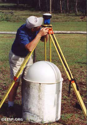 Peter Boniface, Project Surveyor. ©2002 EISP/JVT/ Photo: J. Van Tilburg