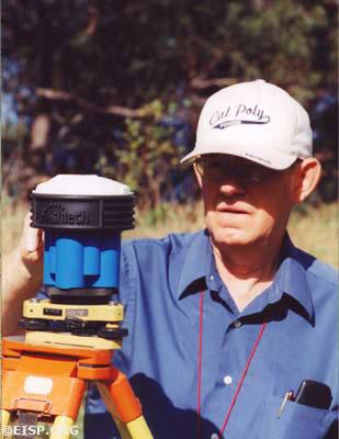 Peter Boniface, Project Surveyor. ©2002 EISP/JVT/ Photo: J. Van Tilburg.