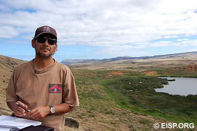 Cristián Arévalo Pakarati, EISP co-director, in Rano Raraku quarry, 2006. Photo: H. Debey © JVT.