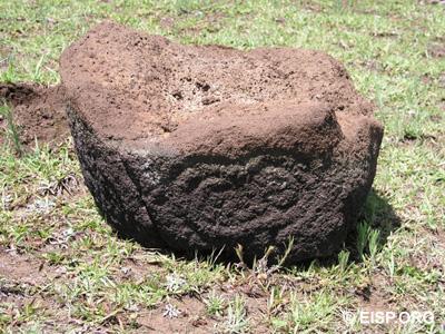 "Broken basalt ""pillar"" with Makemake petroglyphs, documented in 2006. ©JVT/EISP."