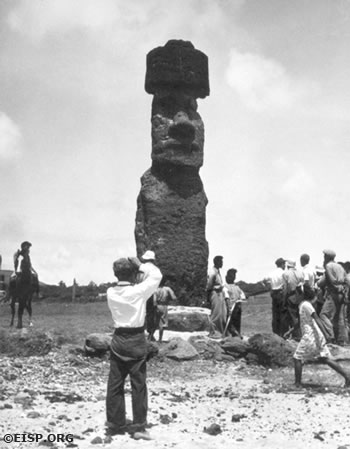 Dr. Raymond Dillon or John Hayes from the yacht Yankee, taking a photo of Moai A Hani in 1938-40. © EISP/JVT/Courtesy of Jennifer Johnson.