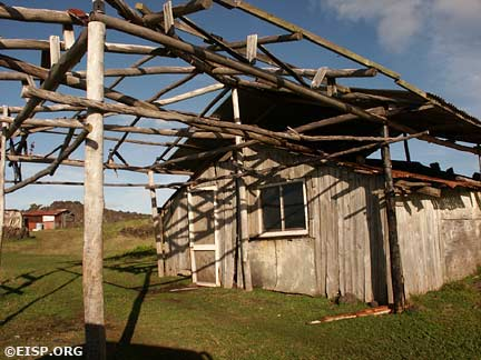 House structure near La Perouse Bay. © EISP 2003.