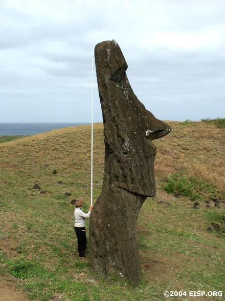 Dr. Jo Anne Van Tilburg measuring a statue. © EISP 2003.
