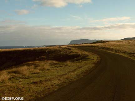 The road to Rano Raraku. © EISP 2003.