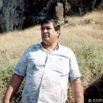 Rapa Nui expert and moai transport experiment chief Rafael Rapu at Rano Raraku. ©1998 EISP/JVT/Photo: J. Van Tilburg.