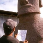 Cristián Arévalo Pakarati checking the carving against his notes. See some of his sketches in the field notes. ©1999 EISP/JVT/Photo: C. Sierra
